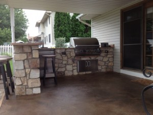 covered patio kitchen